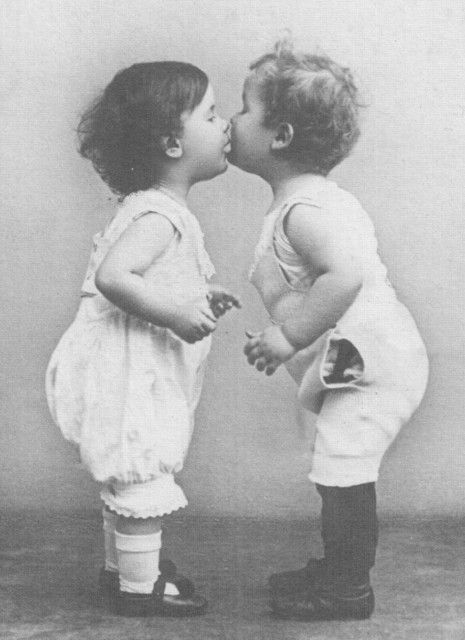 kissingKisses Baby, Feathers Nests, Vintage Children, Vintage Photos Kisses, Vintage Photography, Friends Kisses, Vintage Verborgen, Vintage Kids, Inspiration Lane