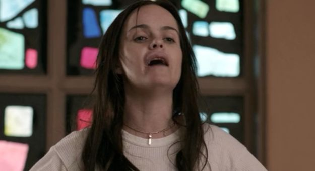 We are reminded that Pennsatucky (Taryn Manning) is insane ...