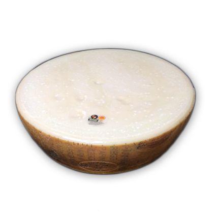Queso parmesano reggiano . Queso italiano de vaca con Denominación de Origen Protegida. Considerado uno de los mejores quesos. www.quesoadictos.com