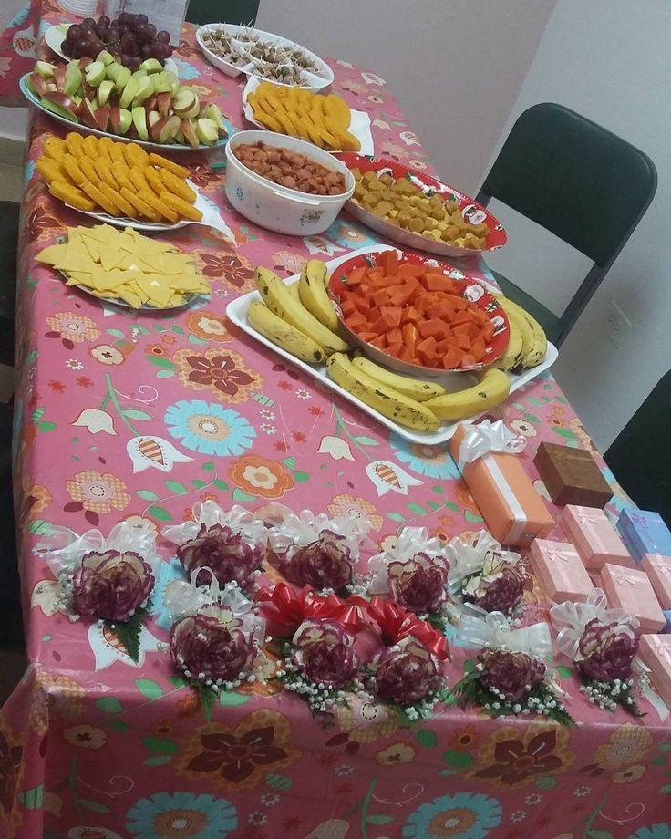 Desayuno realizado en la oficina el 29 en conmemoracion del dia del Jefe la secretaria/o y de la bibliotecologa/o #trabajo #aplafa #festejando #aplafamila #APLAFASM #jefes #secretarias #bibliotecologos by luisgarcia.278972