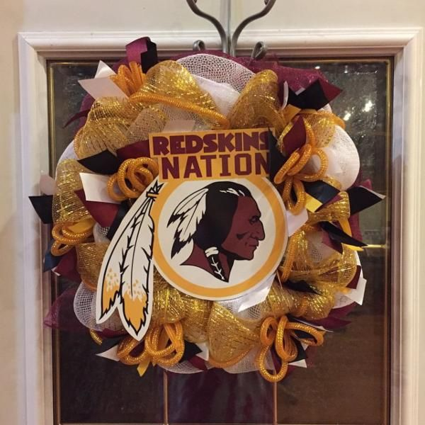 Swap your usual wreath for a #Redskins one! #HTTR