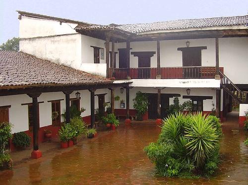 La casa de los once patios,antiguo hospital de Santa Marta.Es un buen lugar para conocer las artesanías de la región.