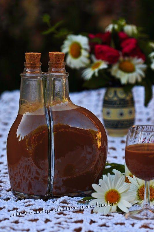 Ingredientes - 100 g. de chocolate de cobertura - 200 ml. de leche - 200 ml. de nata líquida - 375 g. de leche condensada (ver receta) - 1 ...