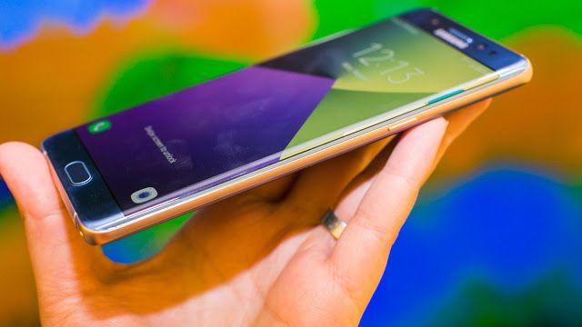 Samsung usará pantalla curva para los Galaxy A del futuro: reporte   Según ET News la nueva línea de teléfonos asequibles de Samsung usará la pantalla curva hasta ahora digna de teléfonos gama alta como el S7 Edge.  La línea Galaxy A de Samsung para 2017 en adelante recibirá la pantalla curva de los Galaxy S Edge y Galaxy Note según ET News.  De acuerdo con dicho reporte Samsung usaría pantallas curvas en el Galaxy A debido a que la gama media de celulares cada vez se asemeja más a la gama…