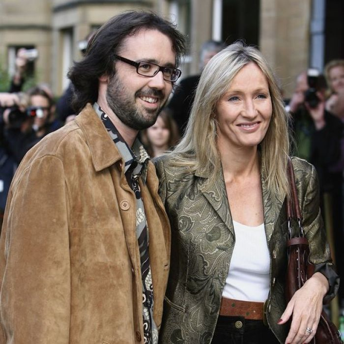 JK Rowling and her husband, Dr Neil Murray were married in 2001. They have 2 children together, David age 12, and Mackenzie age 11.