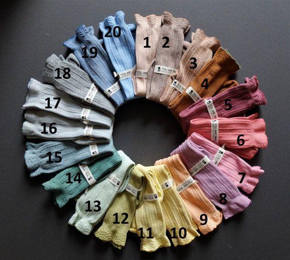 1-3 ans TEINT à la MAIN au genou haute chaussettes de bébé dans une gamme de couleurs magnifique avec des froufrous dessus!