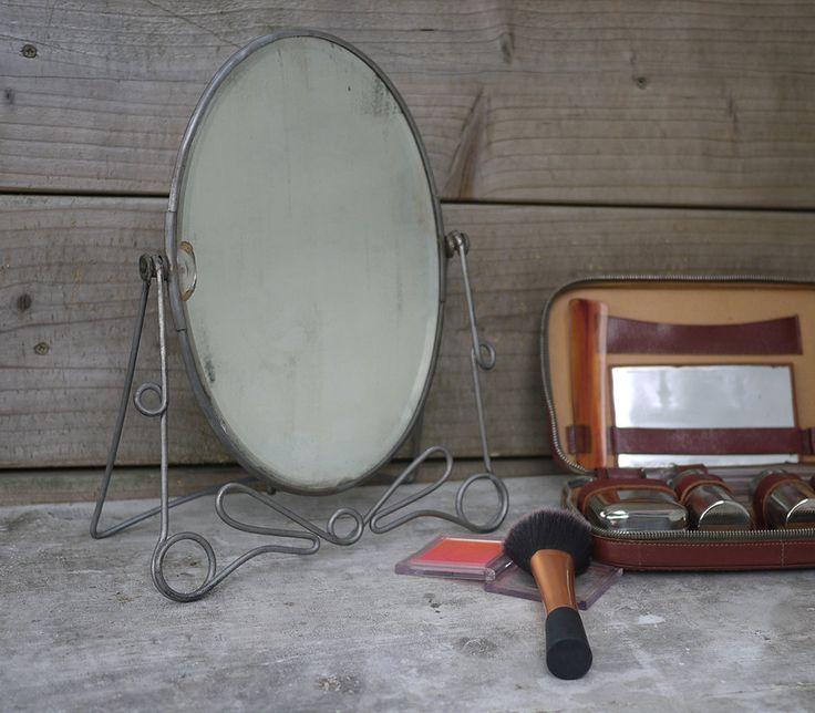 Ancien Miroir Psyché de Coiffeuse en fer forgé . Antique French Vanity Mirror on Pedestal Base . 1950s Table top Vanity Mirror . de la boutique LaMachineaBrocantes sur Etsy
