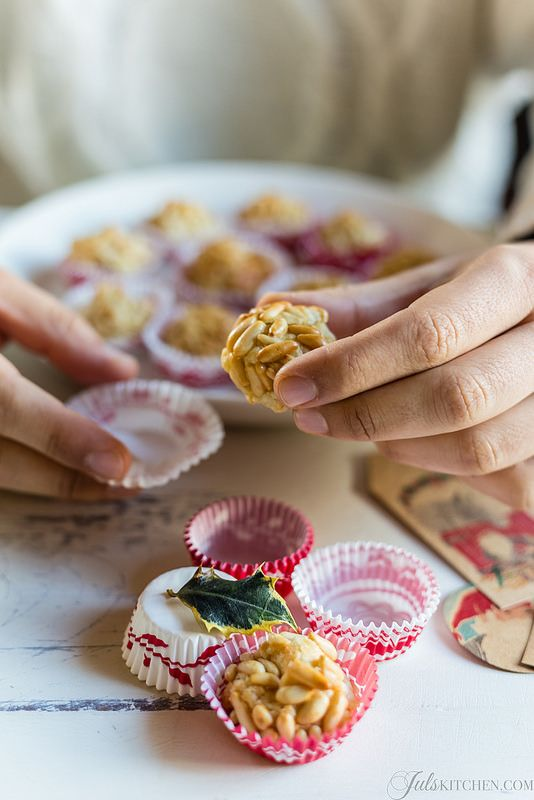 Almond paste cookies with pine nuts and the Rivoire in Florence - Juls' Kitchen
