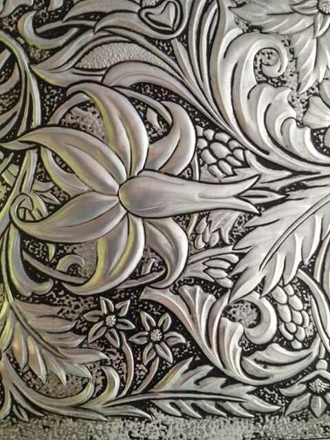 Repujado en aluminio                                                                                                                                                                                 Más