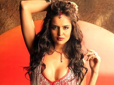Nathalia Kaur says Ram Gopal Varma is not her mentor!
