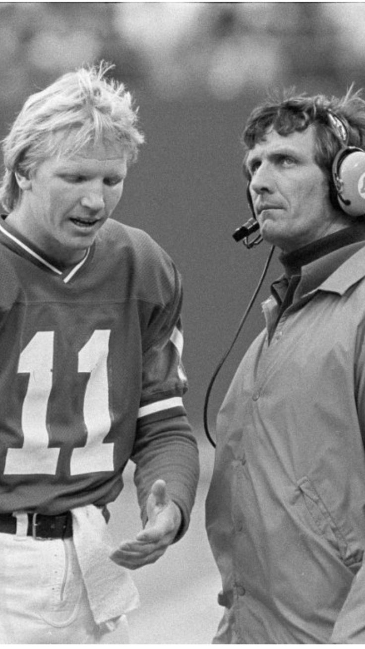 Phil Sims quarter back and Ray Perkins head coach of the New York Giants in 1980.