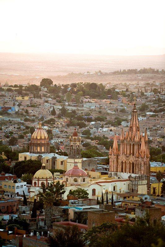 Un paseo por  San Miguel de Allende - http://revista.pricetravel.com.mx/lugares-turisticos-de-mexico/2016/12/28/un-paseo-por-san-miguel-de-allende/