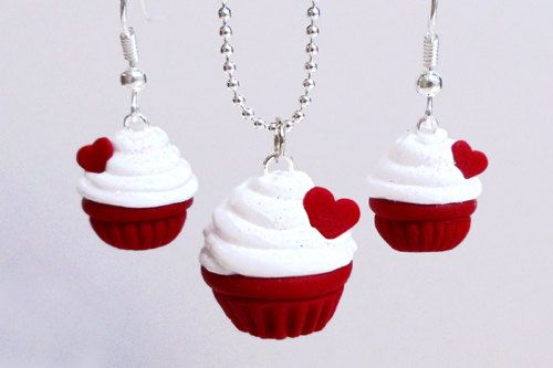 polymer clay cupcake pendant.