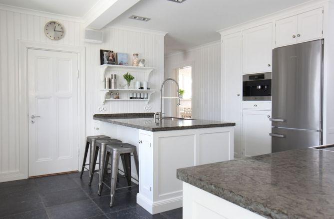 Modernt Kok Med Kokso : planera kok med kokso  Kokso Sittplats Vita kok med koksluckor