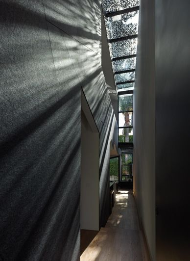 A play with light at Law Street House, Melbourne by Muir Mendes