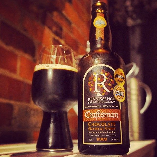 Renaissance Craftsman Chocolate Oatmeal Stout & the stout glass from @greeny964. #craftbeer