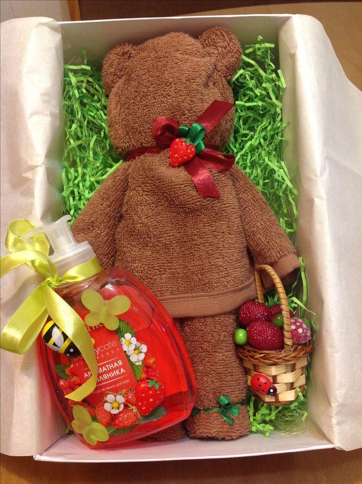 Подарок для девочки. Мишка из полотенца и мыло для рук.