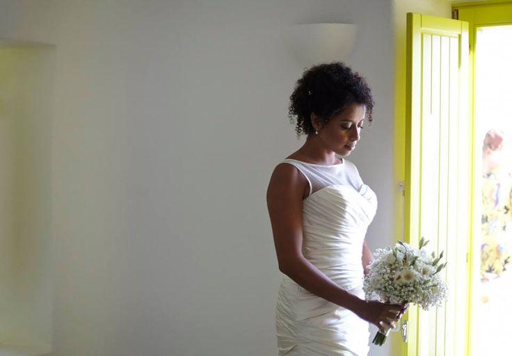 white bridal bouquet wedding dress beautiful bride romantic wedding yellow details photo shooting love