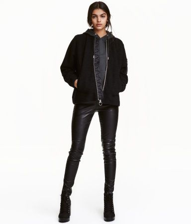 Black. Leggings in stretch imitation leather with an elasticized waistband and seams at knees.