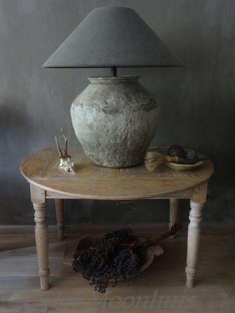 pot/kruik met tegellijm bewerken, lampenkap erop en klaar! Geïnspireerd door hetmoonhuis.blogspot; geweldige site!