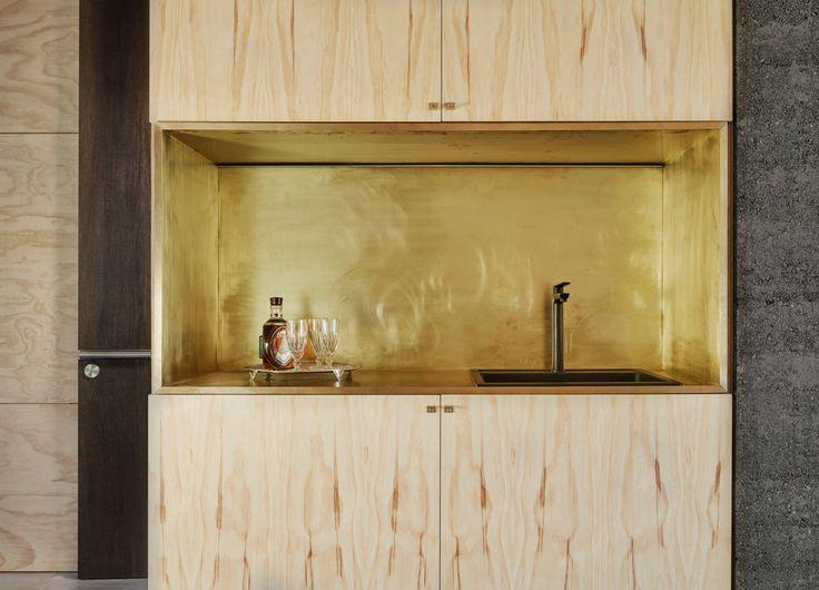 Небольшая кухонная ниша может скрыть небольшой беспорядок.  (современный,минимализм,архитектура,дизайн,экстерьер,интерьер,дизайн интерьера,мебель,маленький дом,кухня,дизайн кухни,интерьер кухни,кухонная мебель,мебель для кухни) .