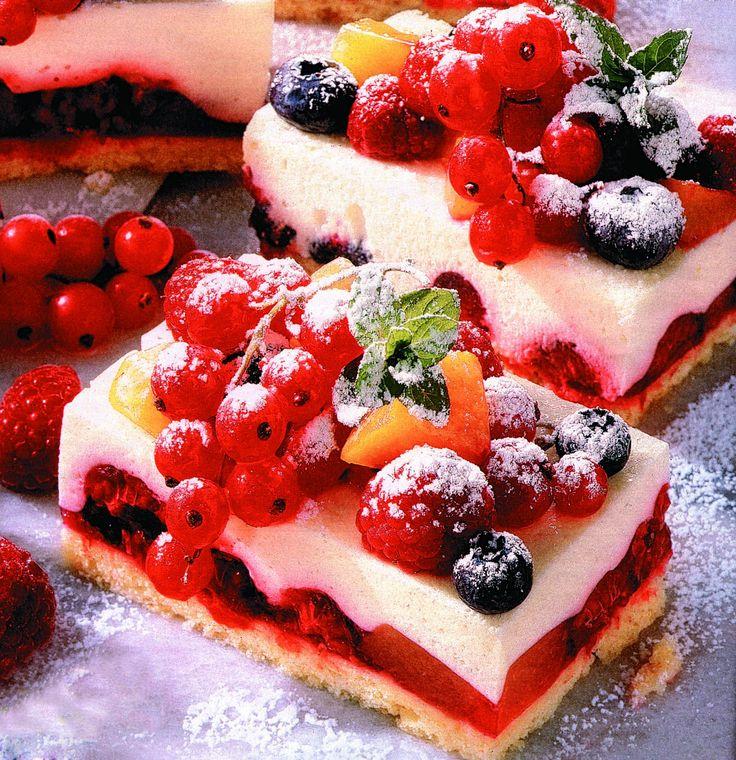 Prăjitură cu fructe de pădure - Retete culinare - Romanesti si din Bucataria internationala