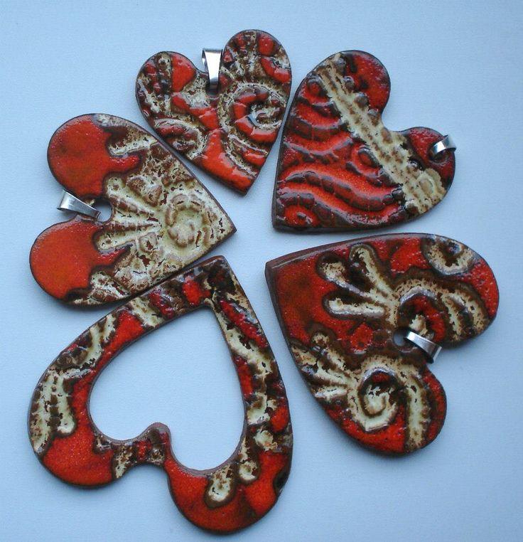 Ceramiczne wisiory w kształcie serca/ Ceramic heart-shaped necklets