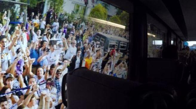 Real Madrid: El bus del doblete | Marca.com http://www.marca.com/futbol/real-madrid/2017/07/22/59723593ca474157688b468c.html