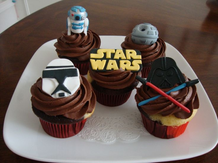 https://s-media-cache-ak0.pinimg.com/736x/fb/aa/f4/fbaaf494554c44d818279827698b091d--star-wars-cupcakes-party-cupcakes.jpg