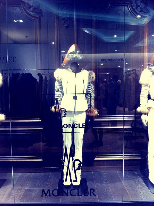 Moncler (window display)