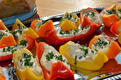 Paprikaschiffchen mit Frischkäse