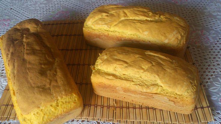 Pão de abóbora e chia:     1 sachê de fermento biológico para pães   4 colheres de sopa de açúcar   4 ovos   5 colheres de sopa de óleo   1...