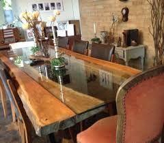 Resultado de imagem para mesa de vidro com base de madeira rustica