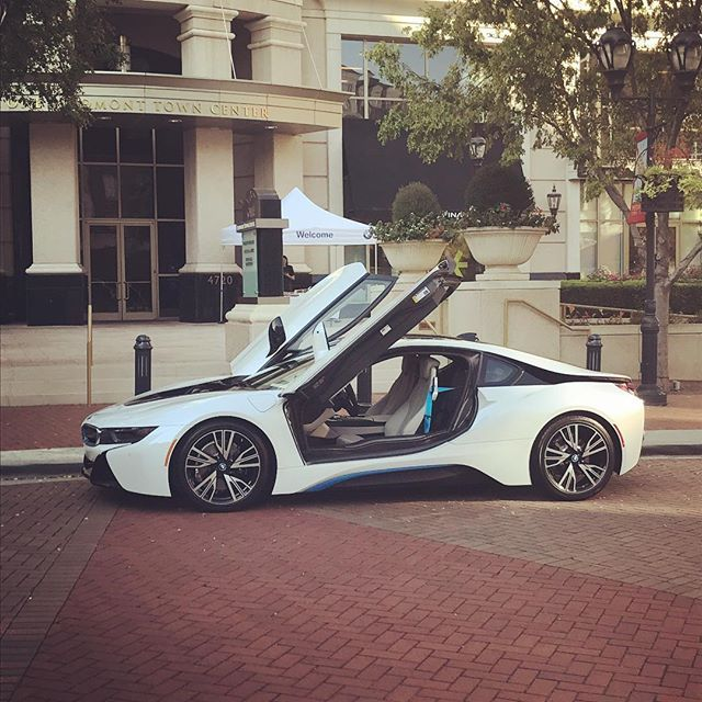 Ride & drive this morning with @duke_energy #electric #gogreen #energyefficiency #earthlover #i8 #bmwi8 #green #chargeit #hendrick #hendrickbmw #hendrickcars #bmw #bmws #bmwusa #bimmer #bimmers #bimmerusa #cars #luxury #luxurycars #bmwrepost #dukeenergy
