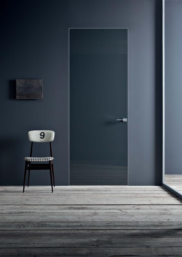 Invisible hinges. Trimless door frame. Bella! Lualdi Door, Milan, Italy - Rasovetro 55R. (Click on photo for larger image.) Photo found here: http://www.lualdi.com/IT/Prodotti.aspx#porte|rasovetro_55r