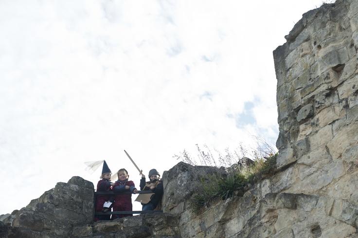 Onder begeleiding van een enthousiaste gids krijgt u in 50 minuten een rondleiding door de Fluweelengrot. Door de vluchtgangen eindigt de rondleiding op de Kasteelruïne. Deze unieke hoogteburcht van Nederland bezichtigt u op eigen gelegenheid met een plattegrond en/of familiespeurtocht.  Voor meer informatie: http://www.kasteelruinevalkenburg.nl  #mergel #fluweelengrot #Valkenburg #Limburg #kastelen #ruine #familie