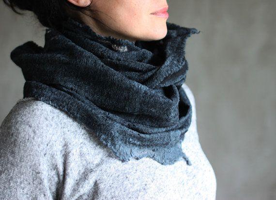 Zwarte sjaal vilten cowl vrouwen nek warmer door AureliaFeltStudio