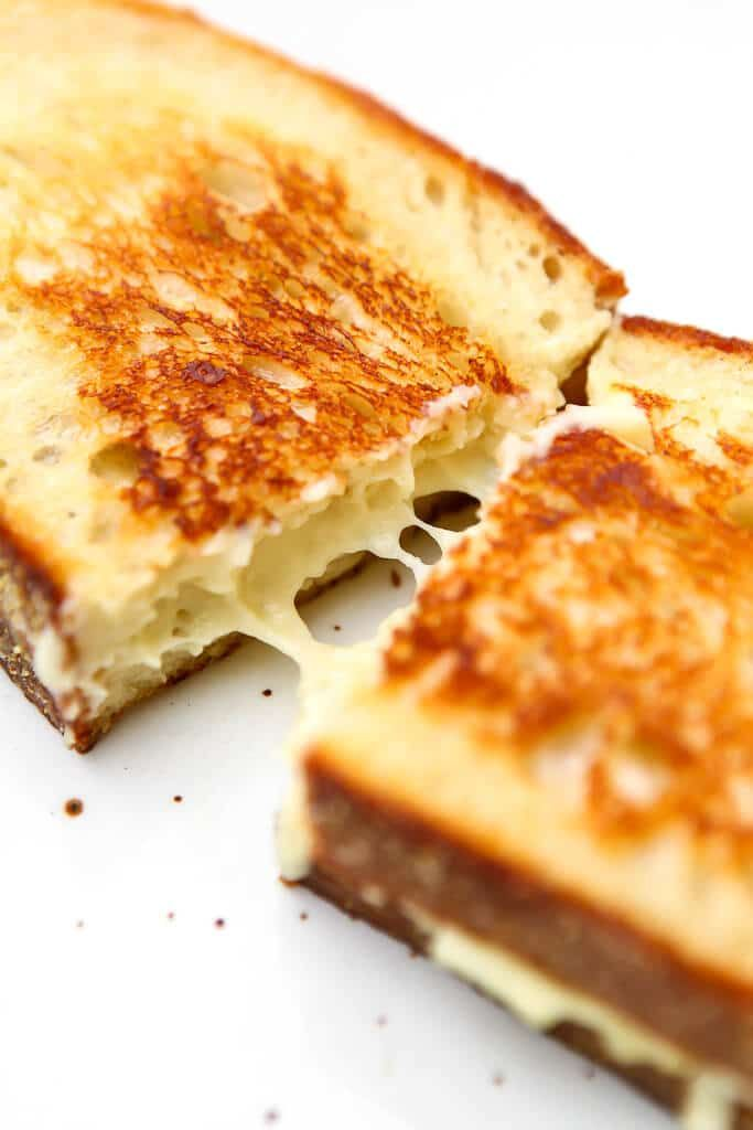 A Vegan Grilled Cheese Sandwich Made With Homemade Vegan Cheese That Melts Gluten Free Soy Free And Nut Free Yet Stil In 2020 Vegan Grilling Recipes Vegan Sandwich