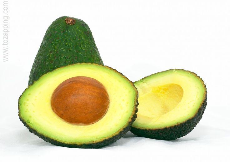 El aguacate es la proteínas vegetal de los vegetarianos Desde que supe de la cantidad de proteínas que tiene el aguacate, lo incluí en mi alimentación. Las