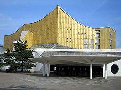 Hans Scharoun (1893-1972) — La philarmonie de Berlin. L'expressionnisme est une tendance permanente de l'architecture allemande : elle trouvera une nouvelle actualité après la guerre avec l'architecture de Hans Sharoun.