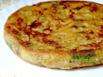 Tortilla de espárragos es una receta para 2 personas, del tipo Entrantes, Plato único, de dificultad Muy fácil y lista en 20 minutos. Fíjate cómo cocinar la receta.     ingredientes  - 4 huevos  - espárragos blancos  - mantequilla  - pan rallado  - 1 diente de ajo  - perejil  - aceite