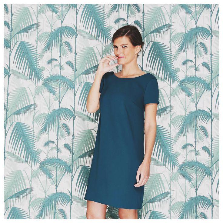Un #vestido recto, de un lindo color verde azulado (es la palabra correcta en español cierto?) . El vestido recto es un #básico de tu vestuario, se puede llevar en cualquier ocasión.  Ademas con su corte recto este vestido es adaptable a cualquier tipo de #morfología!