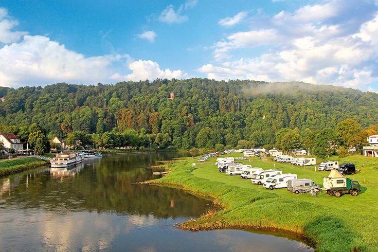 Der Stellplatz in der Weserschleife von Bad Karlshafen verlockt zum geruhsamen Entdecken und Ausruhen, genau wie die gesamte Region – Mobil-Tour durch das schöne Obere Weserbergland.