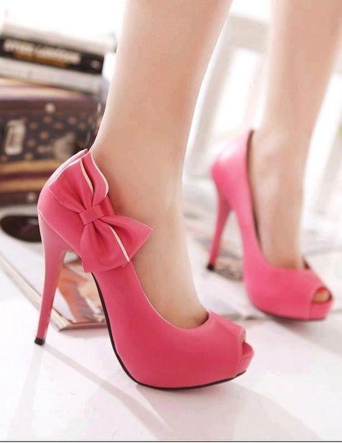 Warum wir Frauen Schuhe so sehr lieben? Frag mal Cinderella. Schuhe haben ihr Leben verändert.