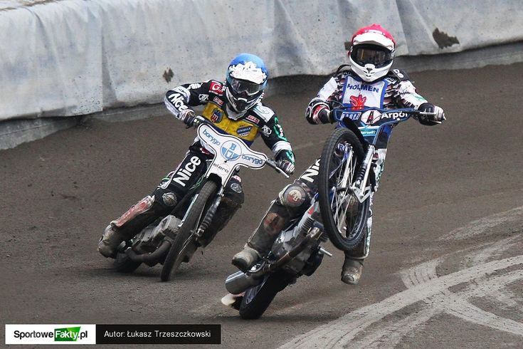 Unibax Toruń - Lechma Start Gniezno practice Speedway in Poland :) love the smell of that petrol