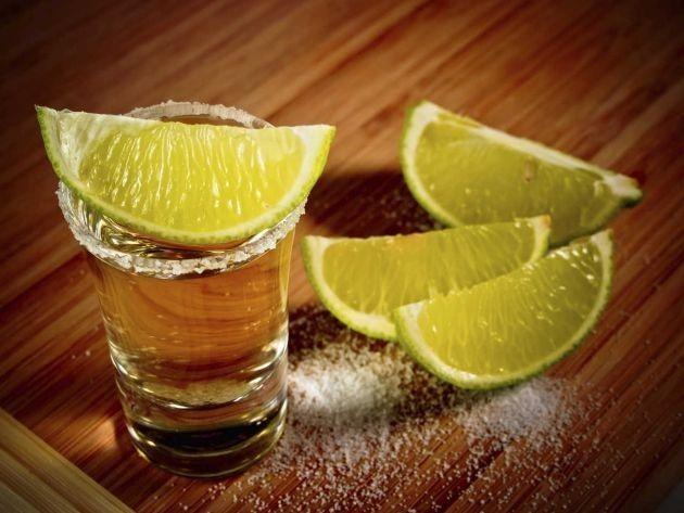 Sabías que .. El tequila ayuda a conciliar el sueño. Uno de los mejores remedios si sufres de insomnio es tomar un caballito de tequila antes de ir a la cama. Ayudará a que concilies el sueño de una manera más fácil. Funciona como un relajante muscular por lo cual te sentirás libre de presiones. Recuerda, todo con medida, el exceso es el veneno