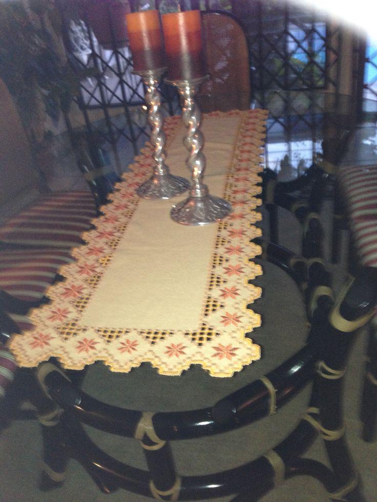 Camino de mesa tejido noruego