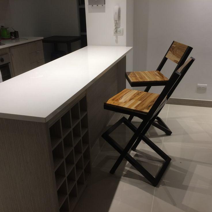 Hacemos realidad tus ideas, aquí nuestras sillas para barra fabricadas a la medida de tus necesidades.