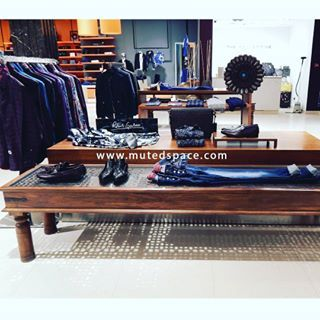 Mid week visual merchandising moods :) #visualmerchandisingdisplay#visualart#visualmerchandising#thecollective#retailindia#indiaretail#design#visual#retailsoution#retailspace#tip#muredfacts