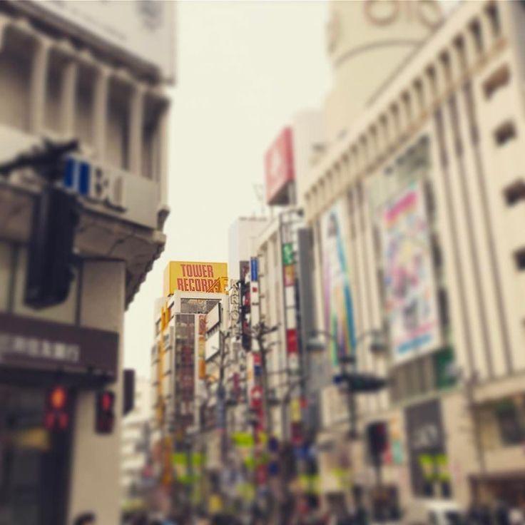 渋谷のタワーレコードはいいな昔のレコード屋さんCD屋さんの熱い感じが残ってた心斎橋WAVEでした友だちとのなんでもない会話を思い出した